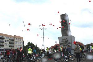 Kolejny przystanek na trasie rajdu - Plac Wolności: moment wypuszczenia biało-czerwonych balonów