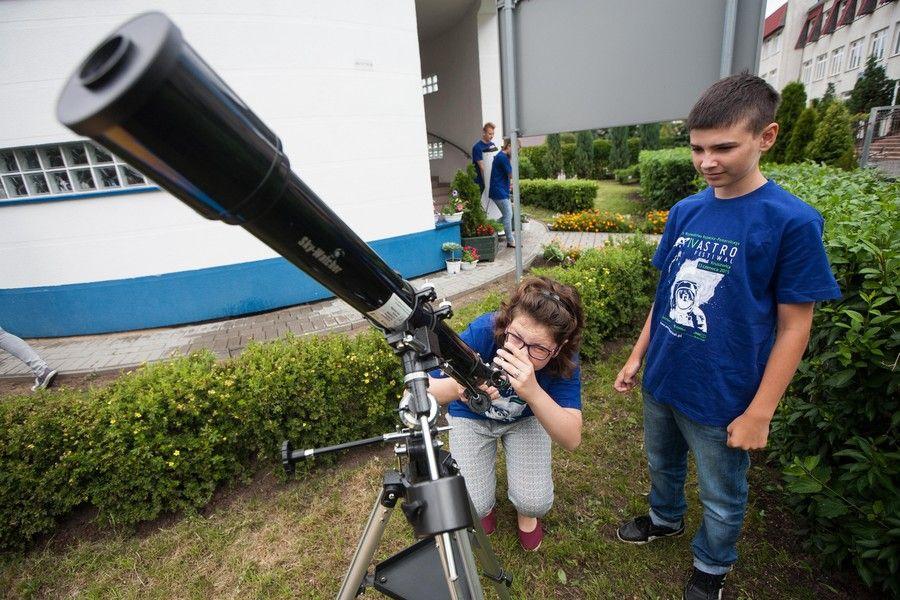 Początek lata w astrobazach