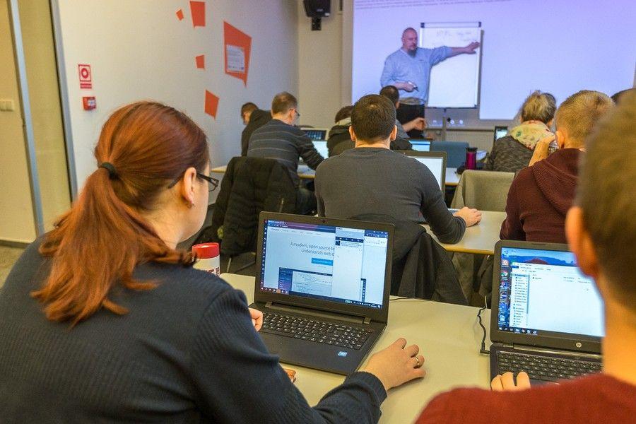 Zajęcia w ramach certyfikowanych szkoleń komputerowych dla mieszkańców regionu, fot. Szymon Zdziebło www.tarantoga.pl