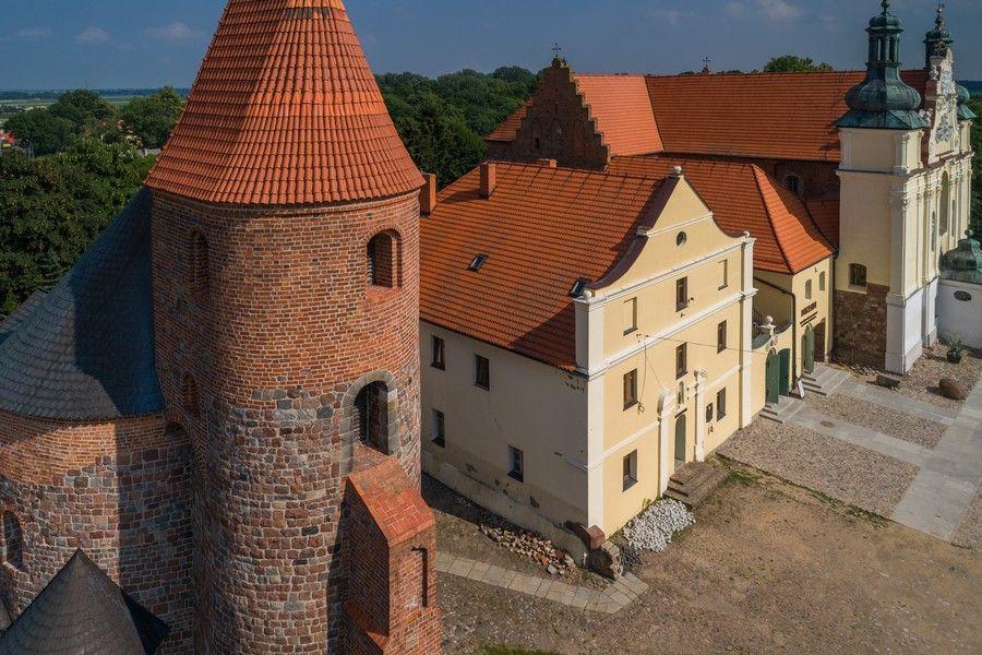 Zespół klasztorny Norbertanek w Strzelnie, fot. Szymon Zdziebło tarantoga.pl