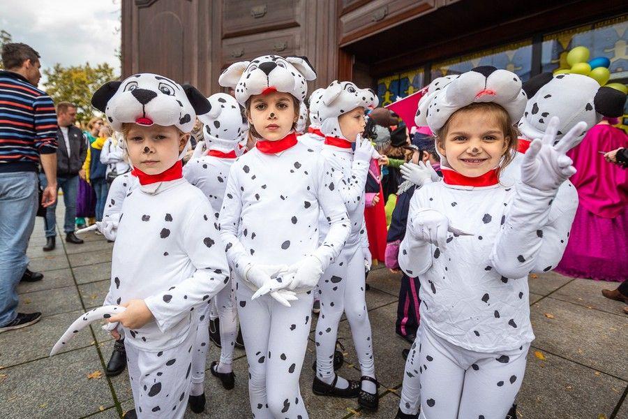 Parada podczas inauguracji Festiwalu Teatrów Lalek, fot. Szymon Zdziebło www.tarantoga.pl