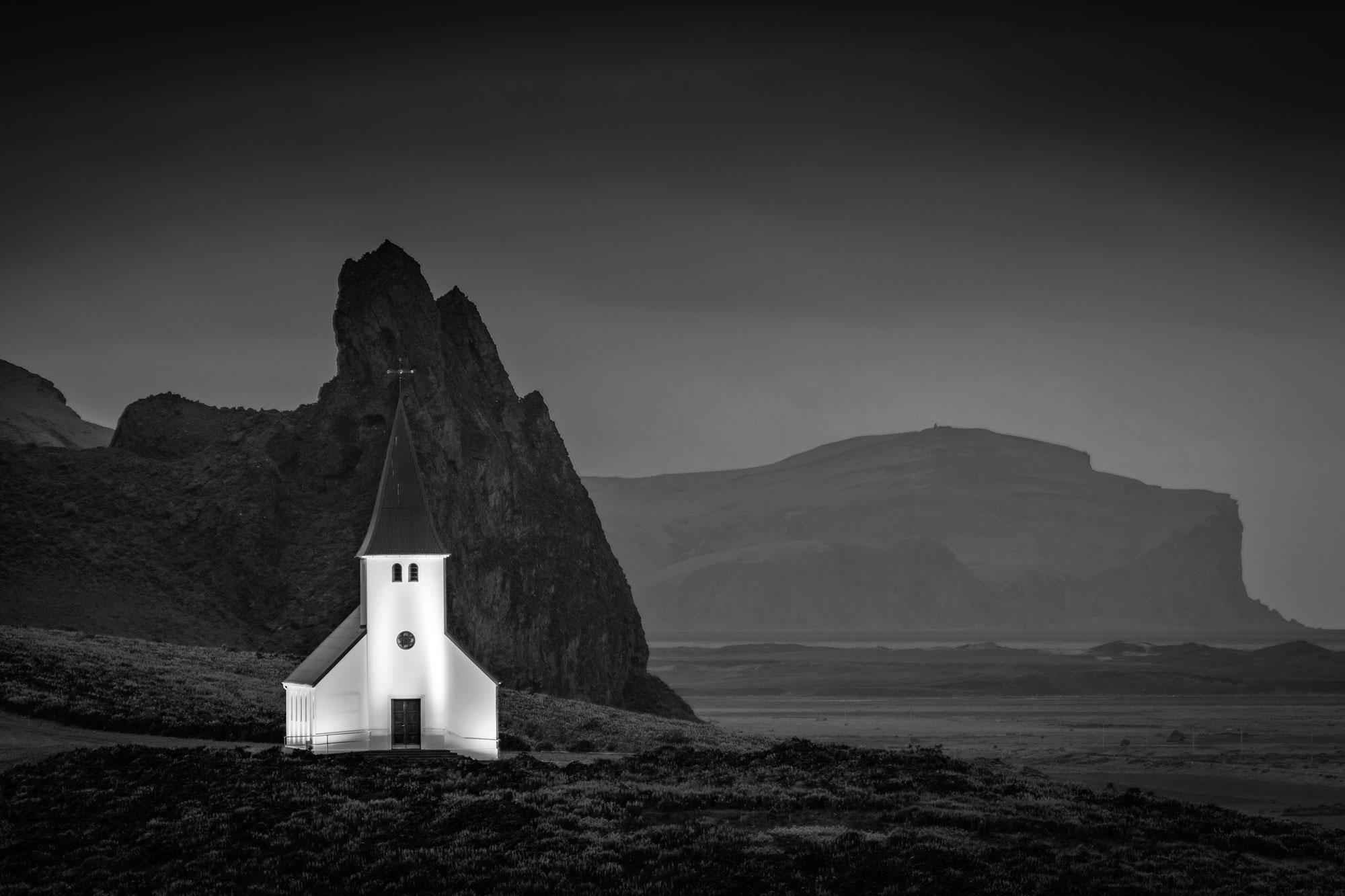 """Wernisaż wystawy """"W poszukiwaniu ciszy. Góry Europy w obiektywie Arkadiusza Pałasińskiego"""""""