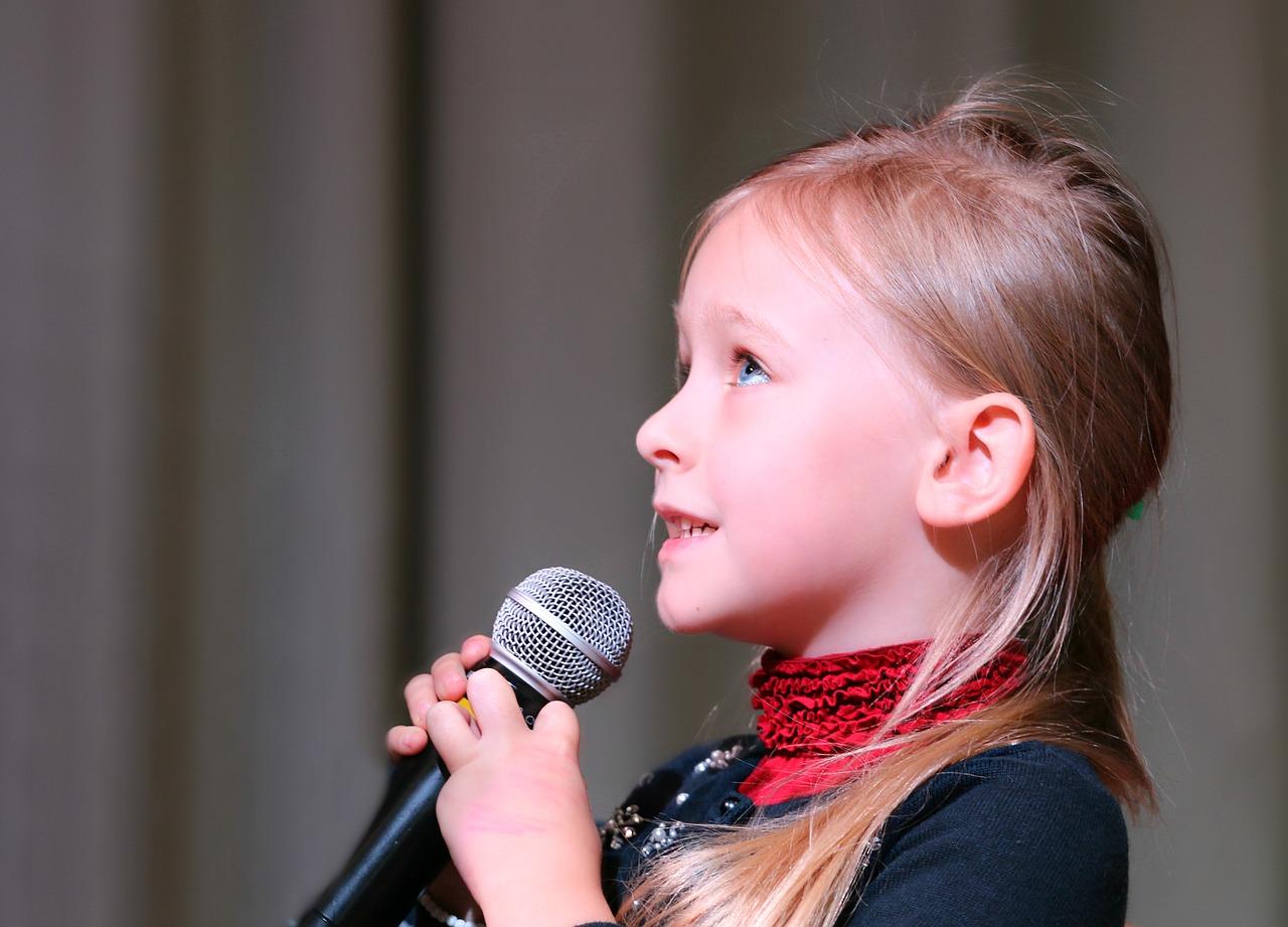 mikrofon, dziewczynka, Pixabay