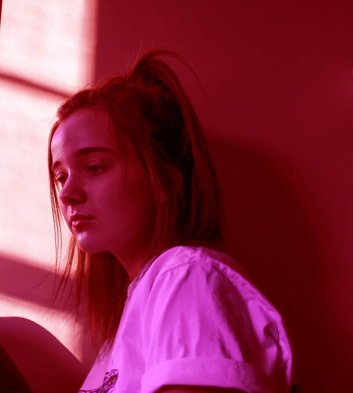 Canva - Smutna dziewczyna