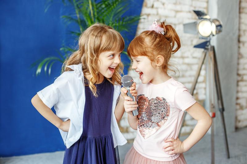 Śpiewające dziewczynki, Canva