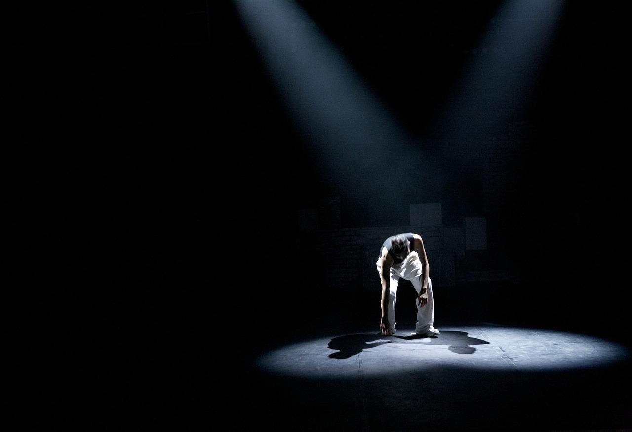 Teatr, scena, człowiek na scenie, Pixabay