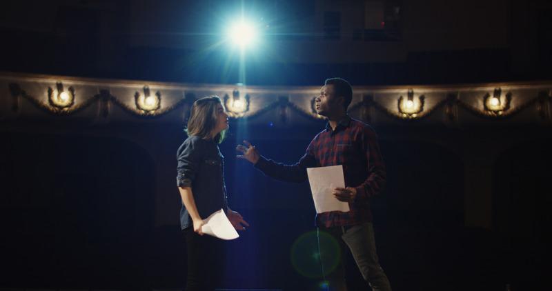 Aktorzy w czasie próby teatralnej