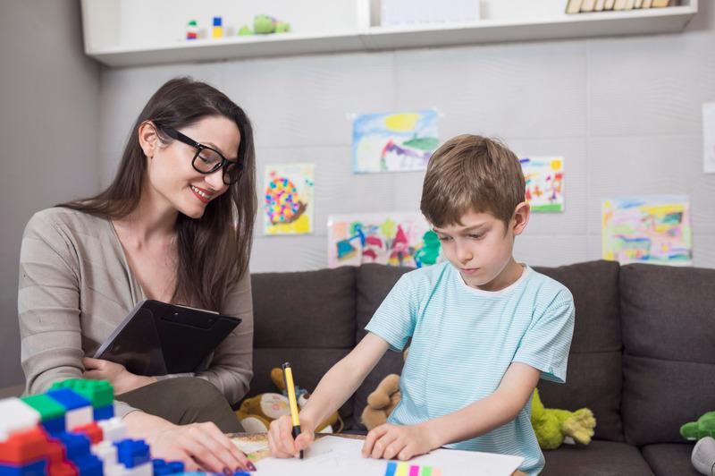 Psycholog dziecięcy w pracy