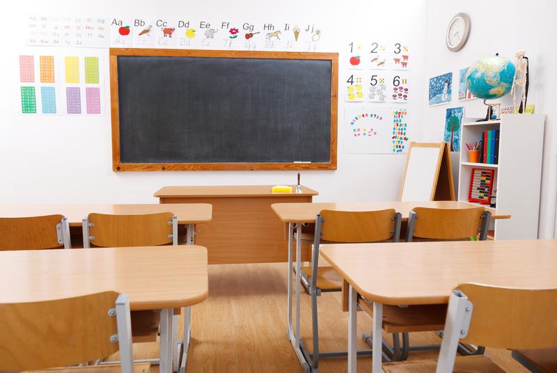 pusta klasa w szkole podstawowej
