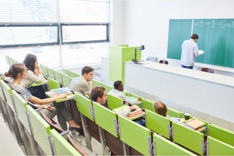 Studenci w czasie wykładu