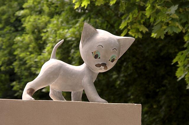 Kot Filemon, rzeźba autorstwa Magdaleny Walczak i Marcina Mielczarka, Bajkowa Łódź, Muzeum Kinematografii, Łódź