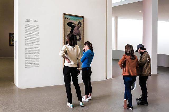 Zwiedzający w galerii, fot. Pixabay