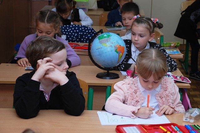 Lekcja, dzieci w klasie