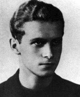 Zdjęcie Krzysztofa Kamila Baczyńskiego ze świadectwa dojrzałości (Wikipedia, domena publiczna)