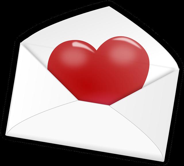 Czerwone serce w białej kopercie