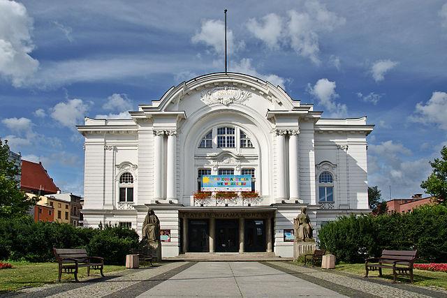 Teatr im. Wilama Horzycy, fot. Sławomir Milejski (Wikimedia Commons)