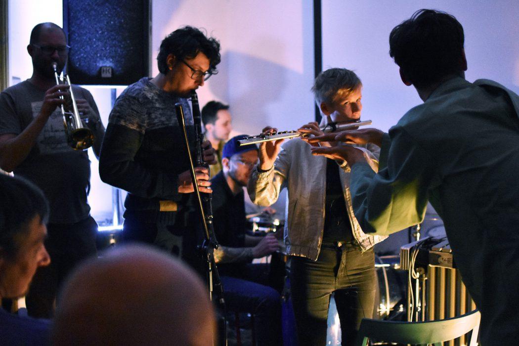 Koncert Toruńskiej Orkiestry Improwizowanej (TOI).Fot. Ruskalala