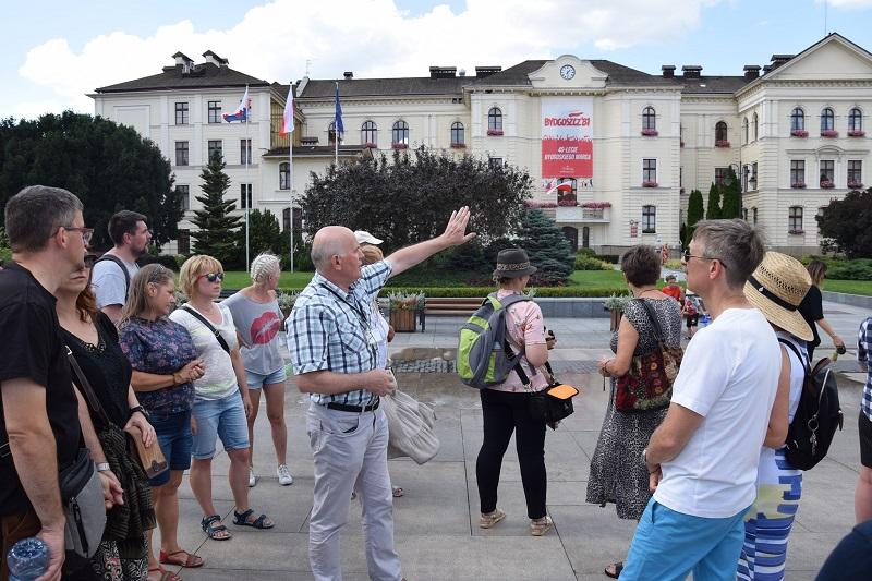 uczestnicy spaceru historycznego po Bydgoszczy